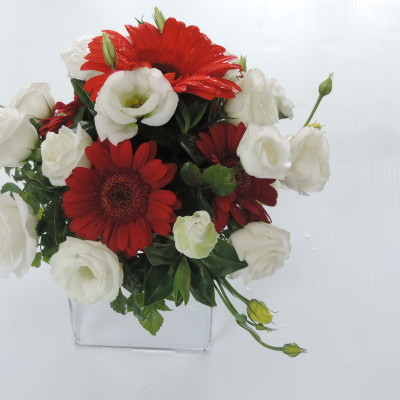 Table Arrangement Red and White